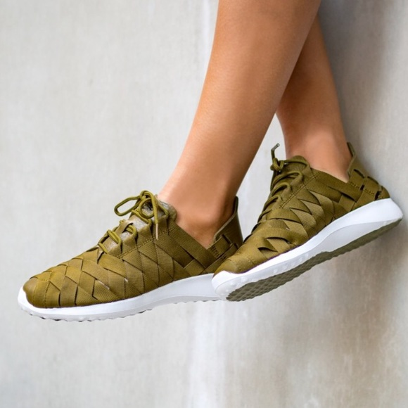 le scarpe nike verde oliva, tessuti, juvenate poshmark